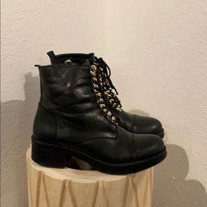 Vince Camuto black lace up zipper ankle boots sz 7